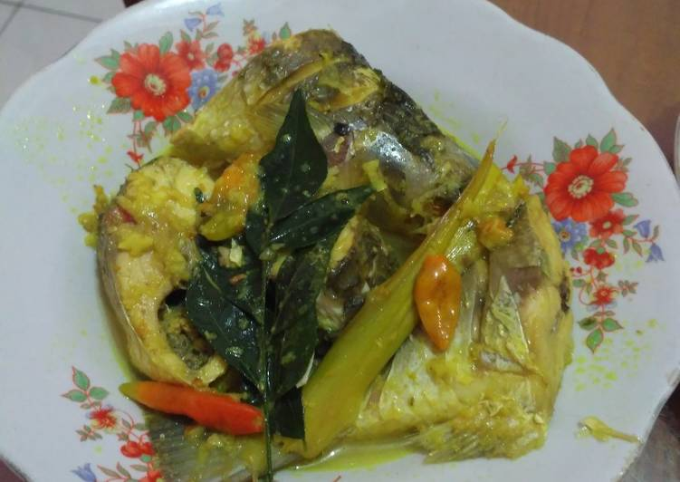 Ikan bumbu acar kuning - cookandrecipe.com