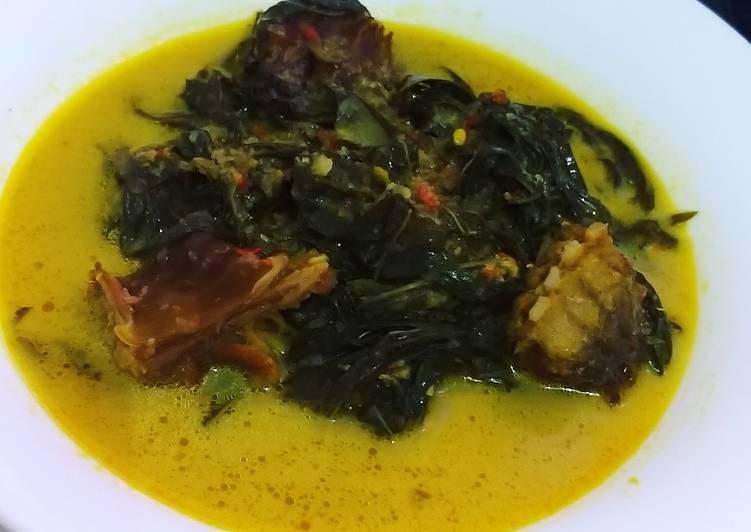 Resep Gulai daun singkong dan ikan pari asap yang Bikin Ngiler