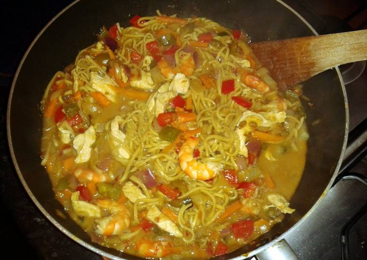 Recipe of Perfect King Prawn and Chicken Satay Stir Fry