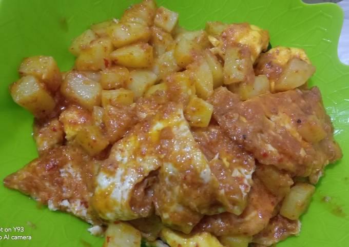 Balado kentang telor ceplok