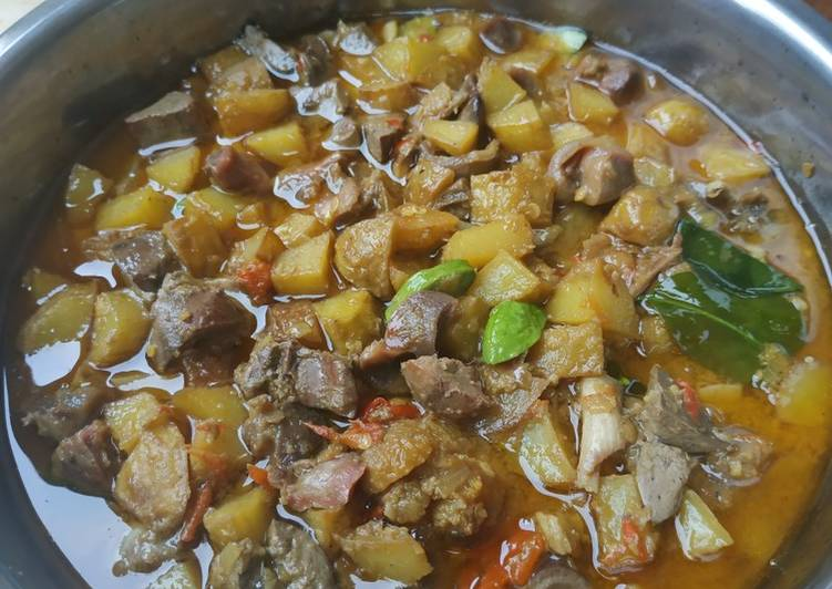 Sambal goreng ati ampela dan kentang basah