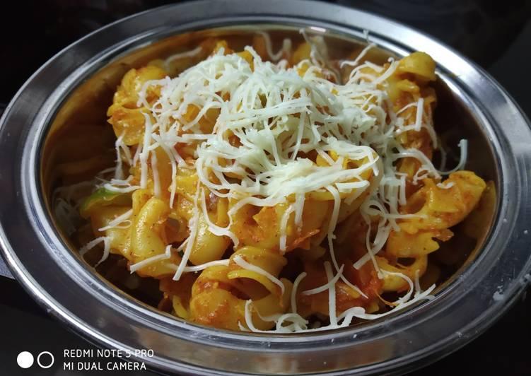 Red sauce macaroni pasta