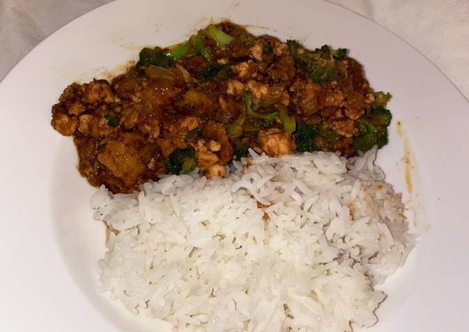 Quick Chinese chicken with broccoli and spicy black bean sauce
