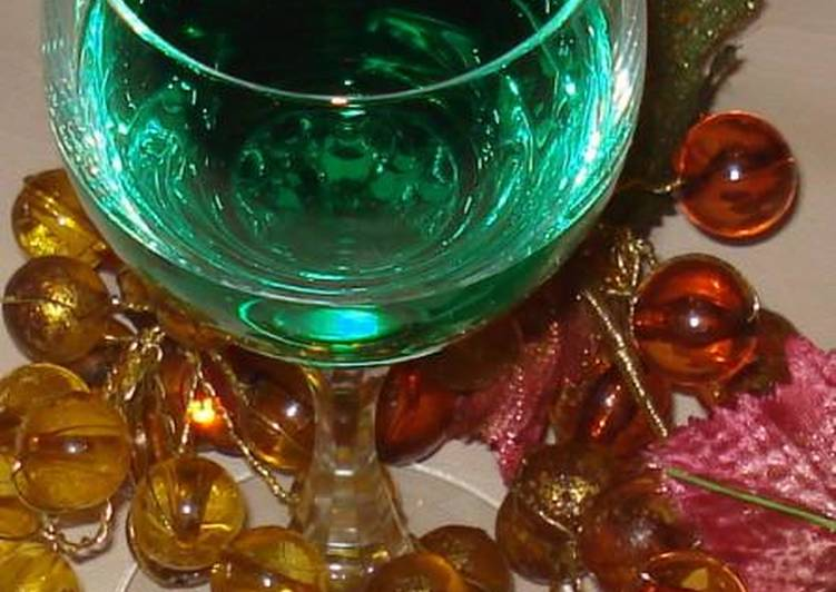 Step-by-Step Guide to Make Super Quick Homemade Liqueur with spearmint and mint