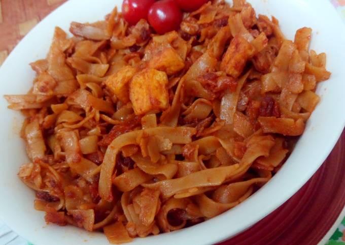 Kuey teow goreng (chinese food)