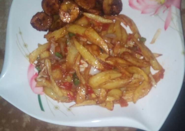 Fried chips nd plantaim with veg.souce