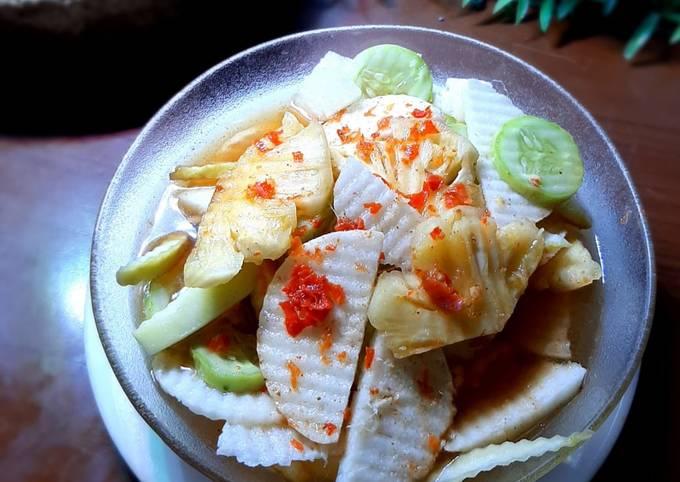 Rujak buah kuah pindang khas Bali