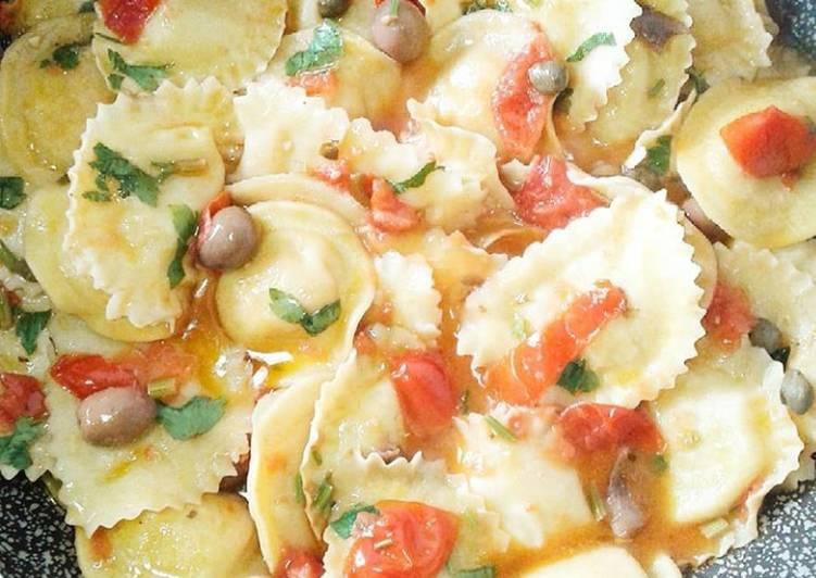 Ravioli tondi di basilico e ricotta con sughetto estivo