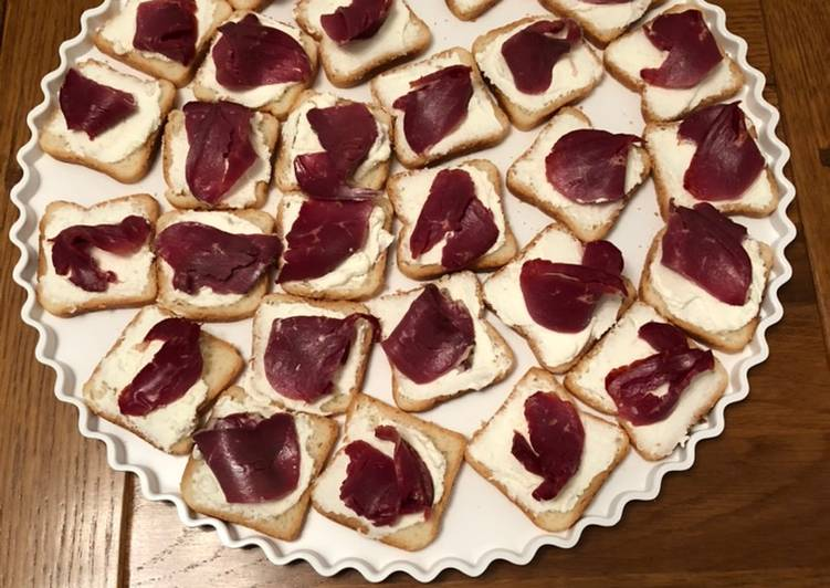 Toasts au magret de canard séché