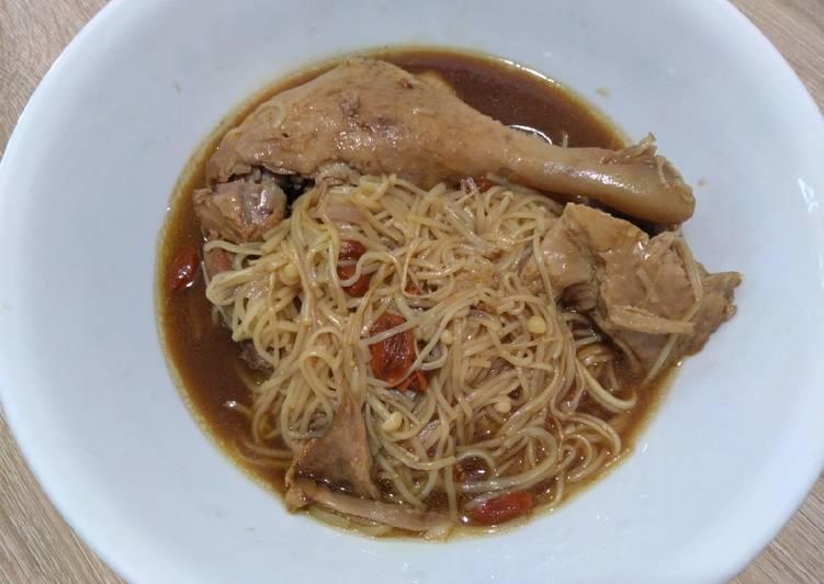 卤鸭面线 Braised Duck Flour Vermicelli
