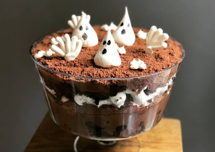 Graveyard Trifle with Meringue Ghost Cookies