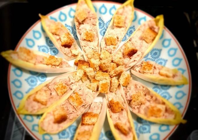 Bouchées d'endive aux rillettes de thon