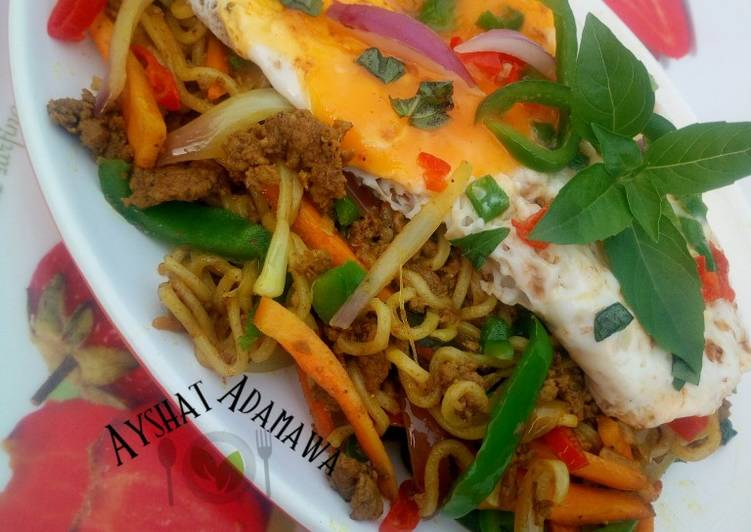 How to Make Perfect Aisha's Special stir fry noodles with minced meat and sunny side up egg