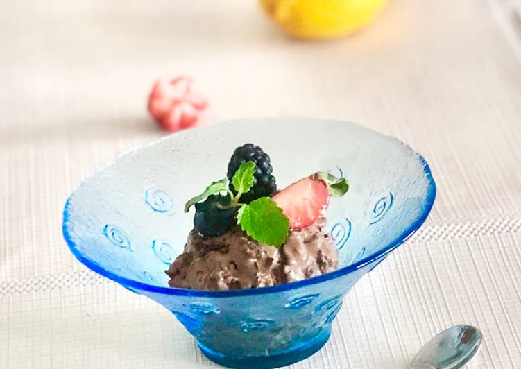 Recipe: Tasty Homemade dark chocolate ice cream with rum raisins and nuts – or simply create your own flavors??