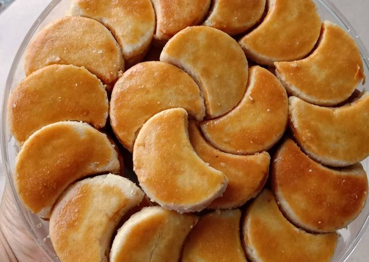 Kue kacang krenyes