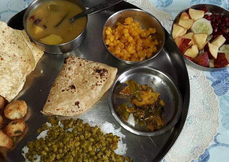 Step-by-Step Guide to Prepare Special Sindhi Bhatia Lunch Moong Choka Curry