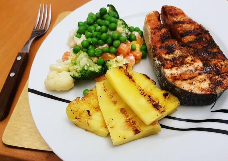 Salmon n' pineaple grill