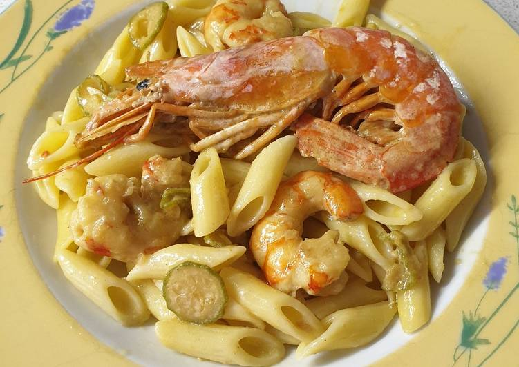 Ricetta Pasta gamberi e zucchine al curry
