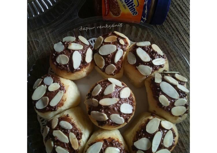 Ovomaltine almond buns