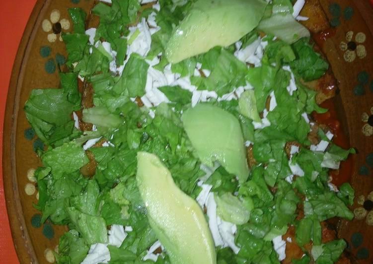 Enchiladas en Adobo con lechuga a la Hilda, s