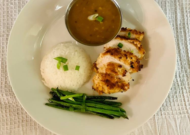 Chicken katsu served with jasmine sticky rice, curry sauce and green beans.😋 Finding Healthful Fast Food