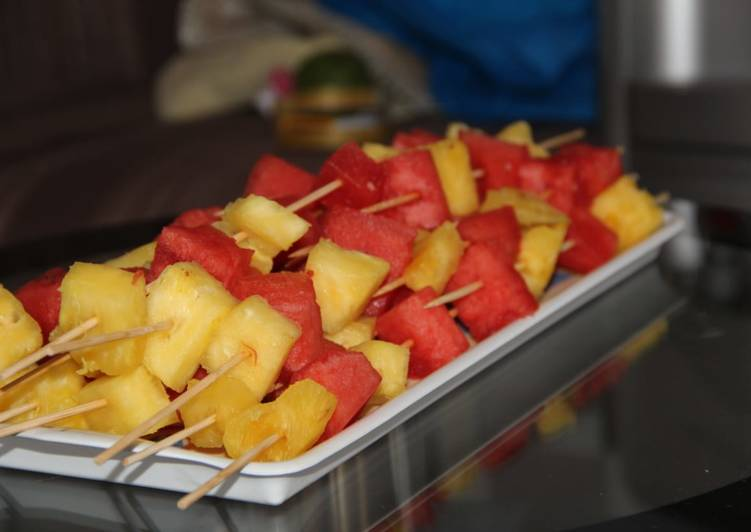 Simple Way to Make Quick Fruit skewers
