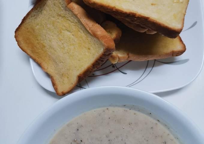 Sup cendawan dan roti bawang putih