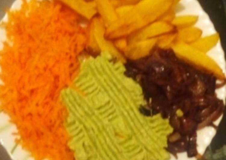Potato wedges + guacamole+ carrots+ fried onions