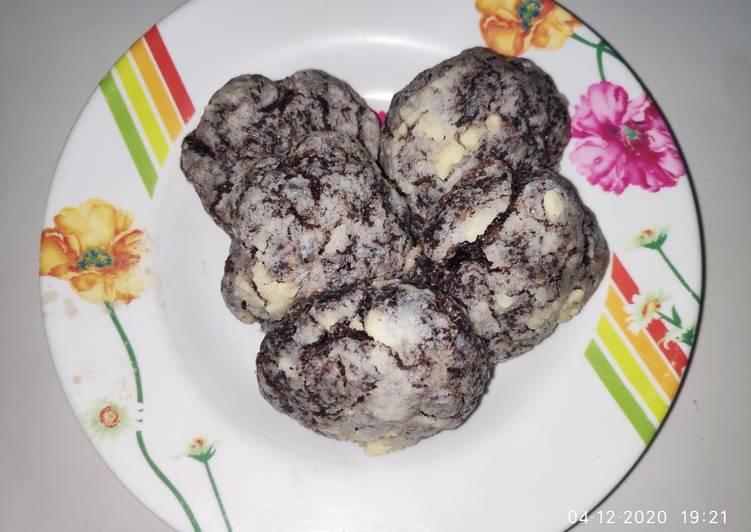 Gluten Free Chocolate Crinckle Cookies