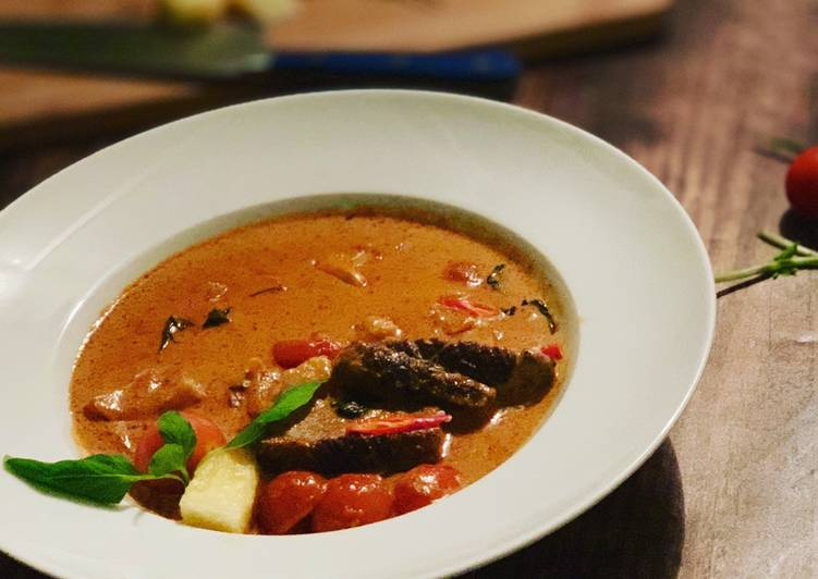 Recipe of Perfect Roast Duck Red Curry (Thai)