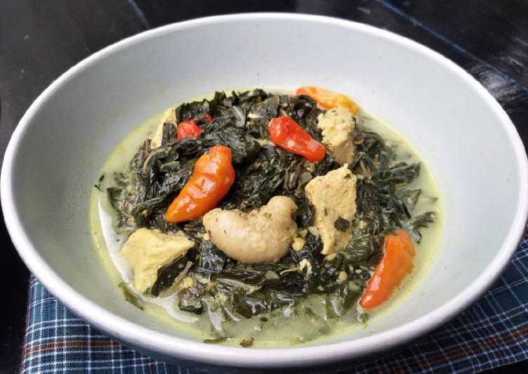 Gulai Ayam Daun Singkong