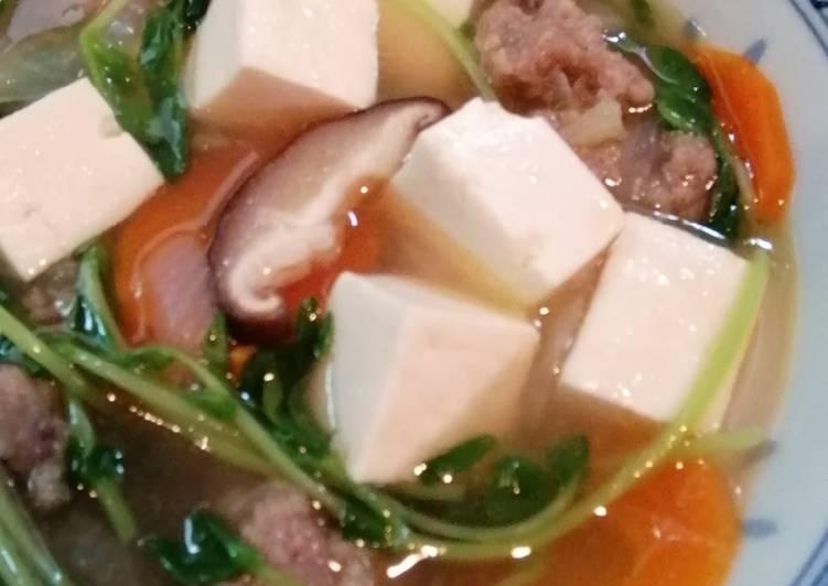 Sup sayur dengan bakso sapi