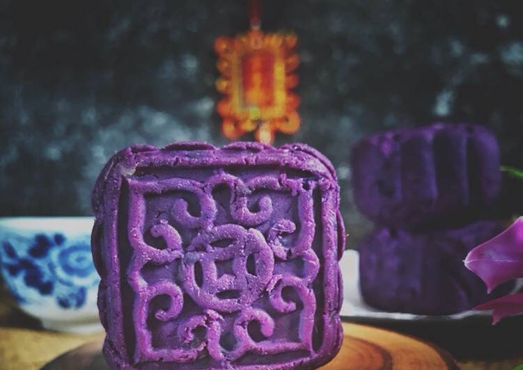 Kue bulan ubi ungu / purple sweet potato moon cake