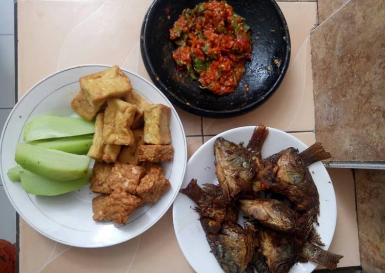 Mujaer Goreng Sambal Terasi (menu sehari hari)