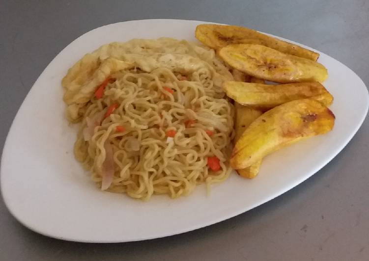 Simple Noodles, Fried Plantain and Omelet