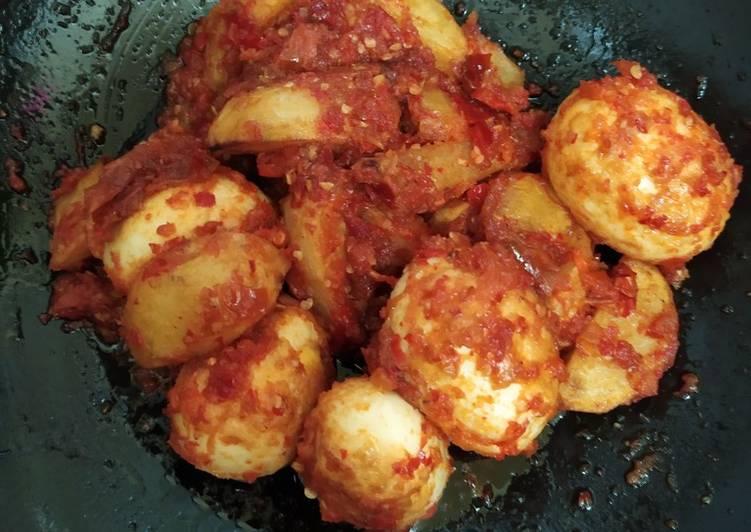 Telur kentang balado