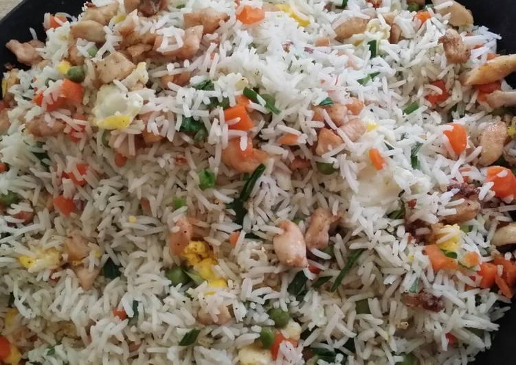 رز مقلي بالدجاج Chicken Fried Rice
