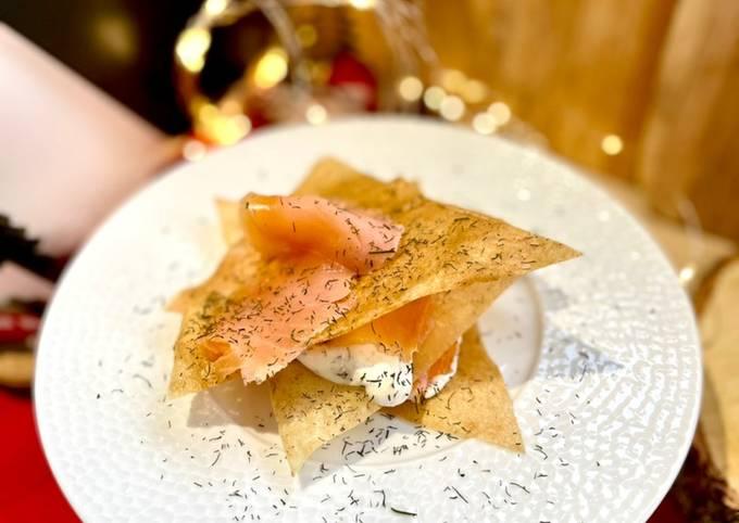 Milles feuilles croustillant au Saumon fumé & crème citronnée à l'aneth