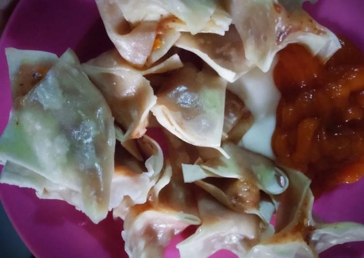 Siomay kornet sosis kulit pangsit