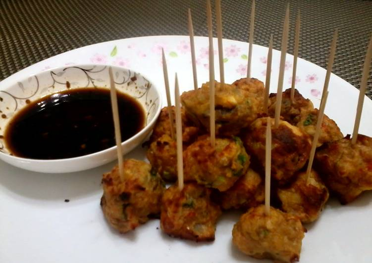 How to Make Appetizing Shrimp Balls With Soy Vineger Sauce