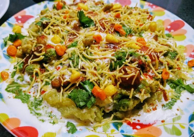 Recipe of Favorite Aloo Matar Tikki Chole Chaat