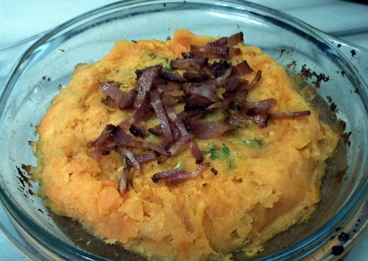 LG BAKED SWEET POTATO WITH BLUE CHEESE TOP SMOKE BACON
