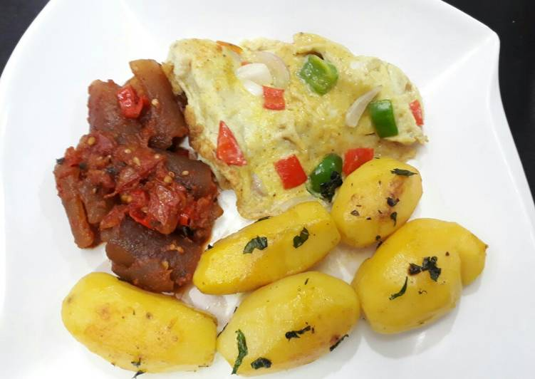 Buttered Irish potatoes, pomo and fried egg