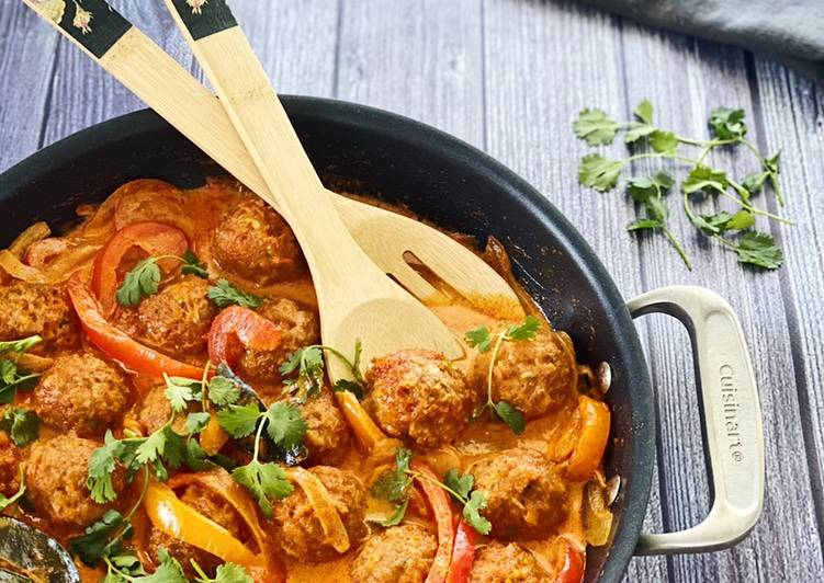 Turkey Meatballs in Thai Red Coconut Curry