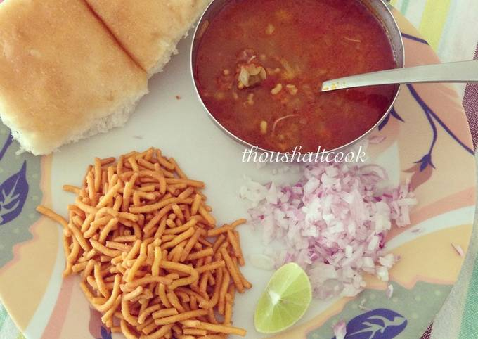 Misal Pav or Spicy Lentil Sprout Stew