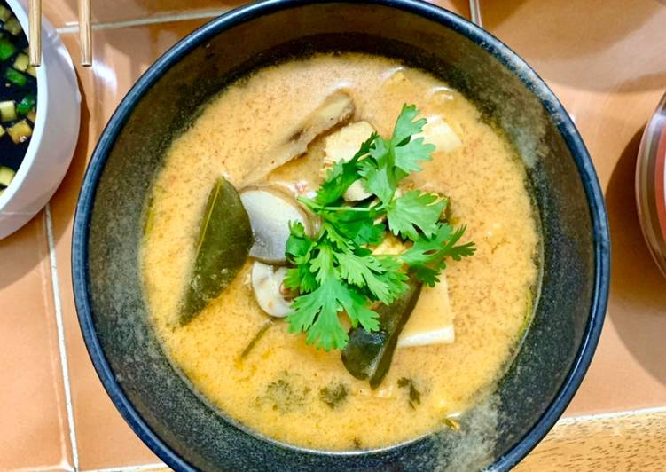 Step-by-Step Guide to Prepare Speedy Chicken and Seafood Tom Yum