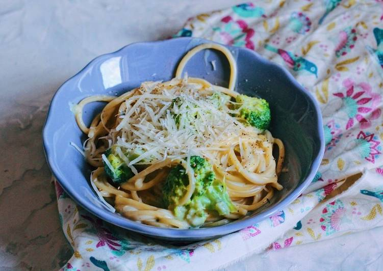 Step-by-Step Guide to Prepare Ultimate Pasta in creamy-cheese sauce with broccoli 🥦
