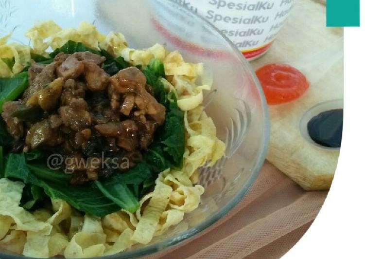 Mie Ayam dari telur homemade kuah kaldu jamur - DEBM | Keto