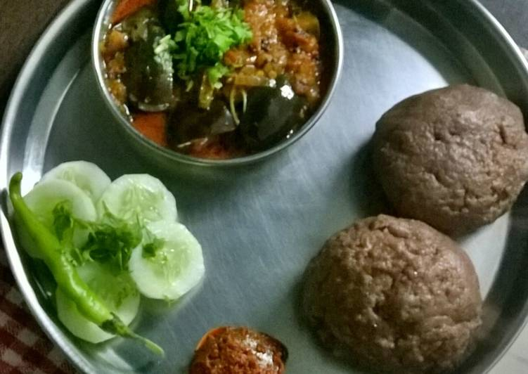 Ragi Mudde (Sankatti) with Spicy Brinjal Curry (Guti Vankaya)