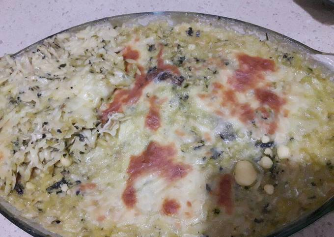 Spinach macaroni in thick sauce ????????????
